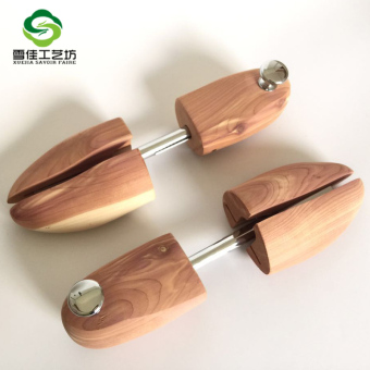 Harga Factory direct selling cedar shoe tree wood shape fragrant wood shoe tree shoe trees adjustable shoes support (M (40-41))