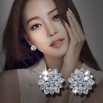 Women's Korean-style Flower Rhinestone Silver Stud Earrings