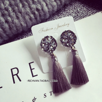 Harga 2 pieces 2017 Korea east door New style tassel earrings fashion European and American retro ear jewelry Korean-style earrings