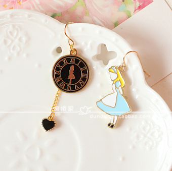 Harga Pier house」「trade jewelry. alice in wonderland of japanese clock love asymmetrical earrings ear clip