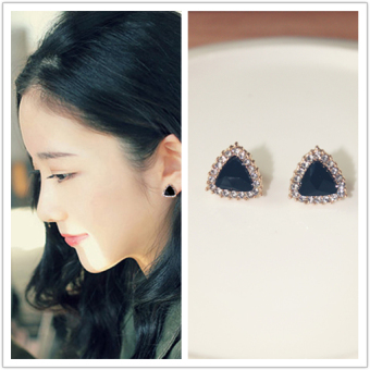 Simple triangle black diamond ear clip no ear hole Korean girls clip models earrings fake earrings female models new same paragraph