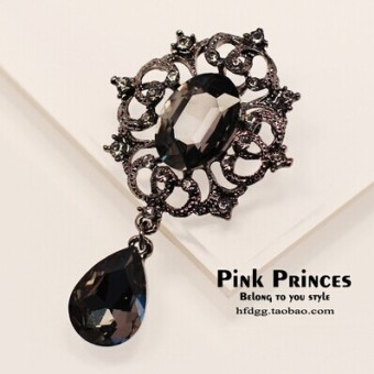 Harga Retro high-grade gem brooch